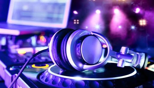 Theo sau sự thành công của bản điều khiển DJ Traktor Kontrol Native Instruments là sự ra đời của một thế hệ mới